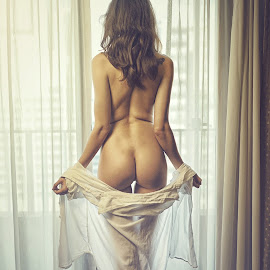 I am back by Crispin Lee - Nudes & Boudoir Artistic Nude