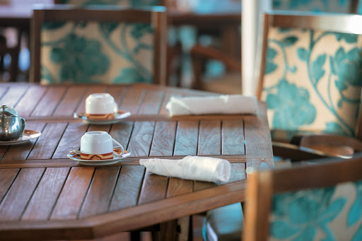 Tere-Moana-LaVeranda-setting - Look for lavish breakfasts and internationally themed lunch buffets at La Veranda aboard Tere Moana.