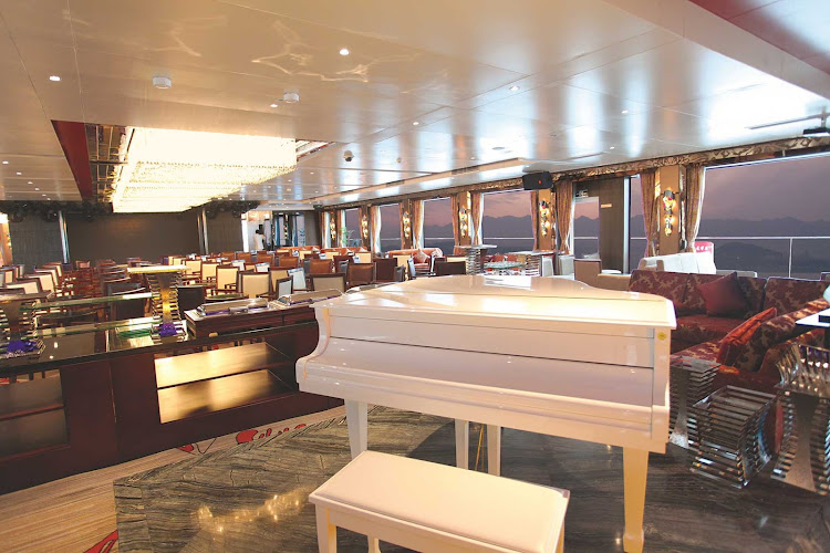 Spend an evening of your Uniworld cruise in China enjoying the spectacular view of the Yangtze River while listening to live piano in the Observation Lounge.