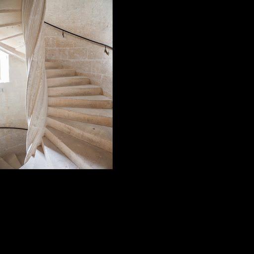 Escalier de fond-en-comble de la tour nord-ouest du donjon ...