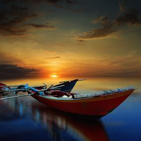kapal kayu by Indra Prihantoro - Transportation Boats ( sunset, boats )