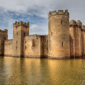 Bodiam Castle by Martin Hughes - Buildings & Architecture Public & Historical