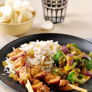 Kip Tandoori spiesjes met broccoli en Indiase rijst met kaneel