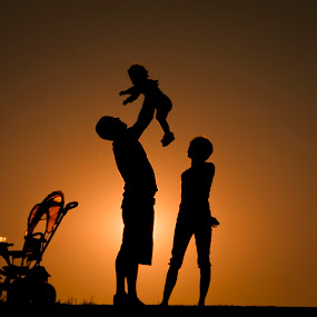 one hapy family by Alexandru Ciornea - People Family ( playing, dad with kids, family, mom with kids )