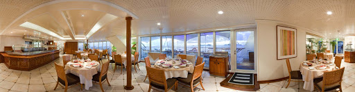 The Veranda Cafe is a popular option for lavish buffet style meals during the day and is transformed into Restaurant during the evenings when you can enjoy small-plates tasting menus or regionally themed bistro-style dinners.