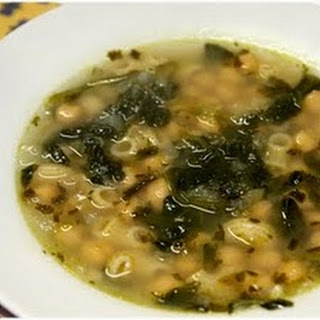 Chickpea soup with Spinach and Macaroni - Sopa de Grão com Espinafres.
