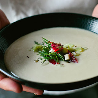 Pastinakensuppe (Parsnip soup with blood orange, cucumber and dill).