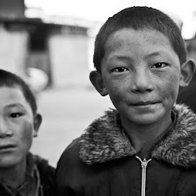 brothers by Alex Ribowski - Babies & Children Child Portraits ( face, street, tibet, view, brothers, , black and white, b&w, child, portrait, improving mood, moods, red, love, the mood factory, inspirational, passion, passionate, enthusiasm, Travel, People, Lifestyle, Culture )