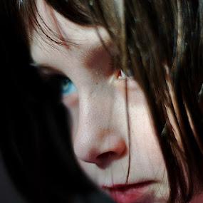 Noélie by Delphine Jourdren - Babies & Children Child Portraits ( fille, enfant, regard, portrait )
