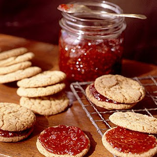 Gingersnap-Raspberry Sandwiches