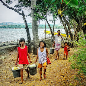 by Ryan Sia - People Family