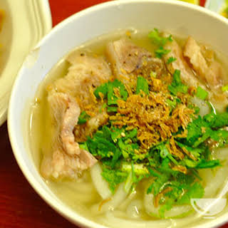 Ingredients of Vietnamese Thick Noodle Soup Recipe (Bánh Canh Noodles).