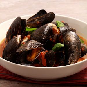 Tomato and Chorizo Flavored Mussels