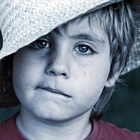 My straw hat by Europa Films - Babies & Children Child Portraits ( picture, children, eyes, hat )