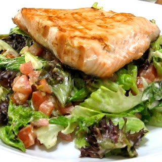 Grilled Salmon Fillet with Italian Dressing Mixed Greens Salad (for Atkins Diet Phase 1)