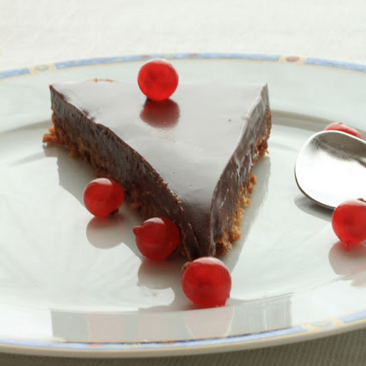 Irresistible Amaretti and Ganache Pralinoise Pie Recipe
