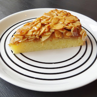 Toscakaka (Swedish Caramel Almond Vanilla Cake).