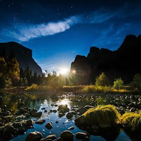 Moonrise Over Yosemite by Luke Collins - Landscapes Mountains & Hills ( national park, november, yosemite, california, valley view, d7100, yosemite national park, landscape, nikon )