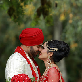 Lovely Couple caught candit  by Ricky Singh - People Street & Candids