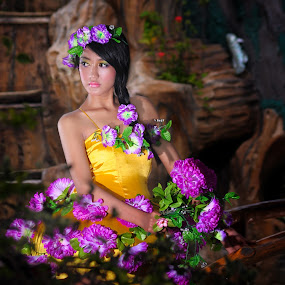 Flower Princess  II by Dima Okto - People Fashion