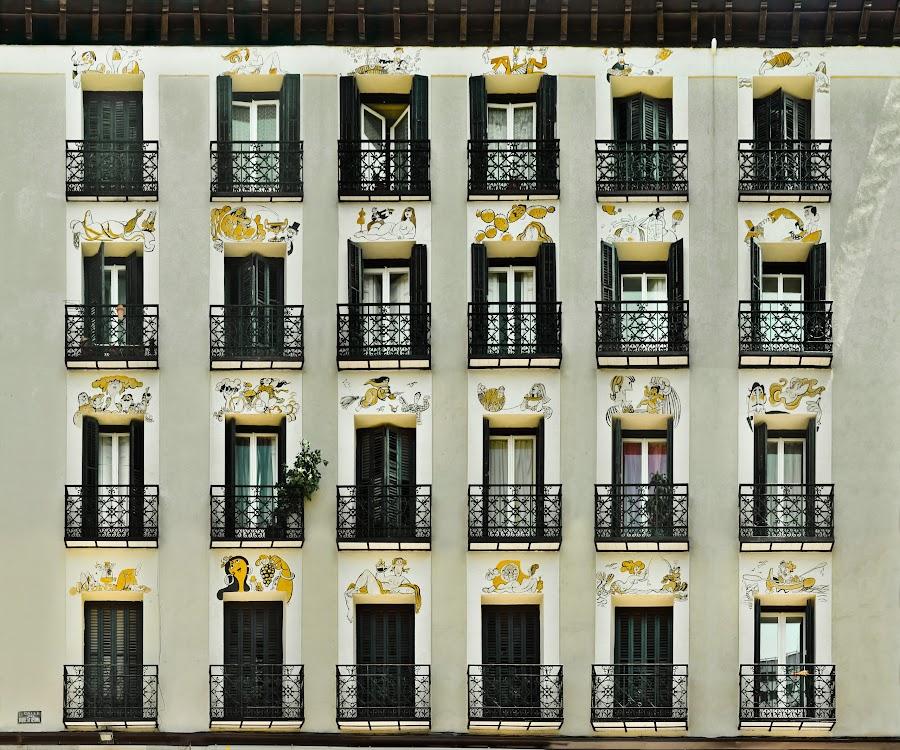 Calle Duque de Osuna n º 8 y Plaza Cristino Martos, Madrid. Dibujos en fachada: Antonio Mingote. by Pablo Echávarri - Buildings & Architecture Other Exteriors ( alzados, facades, mingote, madrid, balcones, fachadas,  )