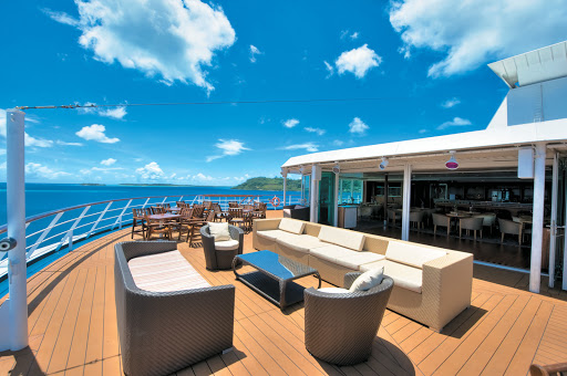 Used for continental breakfast and afternoon tea, this spectacular observation lounge atop the Paul Gauguin ship transforms into a nightclub with an indoor/outdoor dance floor.