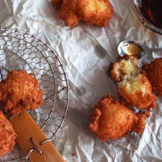 Buñuelos de Yuca y Queso (Yuca and Cheese Fritters)