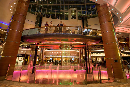Oasis-of-the-Seas-Rising-Tides-Bar - The Rising Tides Bar aboard the Oasis of the Seas serves as a slow-moving elevator connecting the Royal Promenade and Central Park.