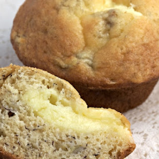 Banana Muffins Filled with Cream Cheese? Yes We Can!