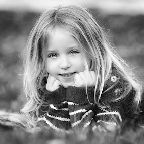 Christmas Sessions by Dominic Lemoine Photography - Black & White Portraits & People ( blonde, girl, ground, bnw, bokeh )