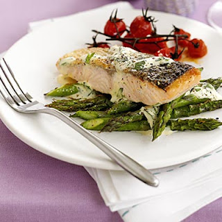 Salmon with Tarragon Hollandaise Recipe