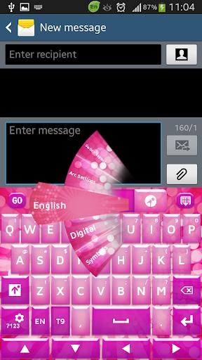 少女的粉红色的键盘