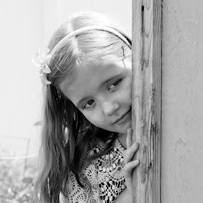 Peek a boo! by Nicole Mitchell - Babies & Children Children Candids ( shed, girl, see you, black and white, mysterious, peek a boo )