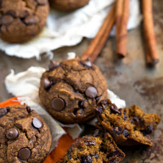 {Skinny & Healthy} Pumpkin Chocolate-Chip Muffins.