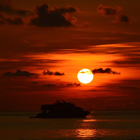 boat in the sunset by Rinal Dino - Landscapes Sunsets & Sunrises ( flores, east nusa tenggara, labuan bajo )