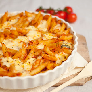 Baked Pasta with Tomatoes and Mozzarella