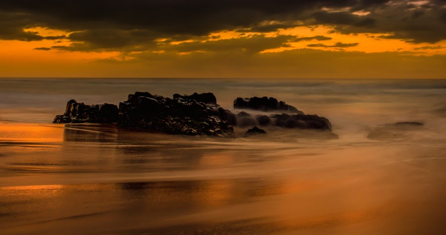 Winkelspruit Serenity by Carl Müller - Landscapes Beaches ( clouds, sea, beach, sunrise, rocks )