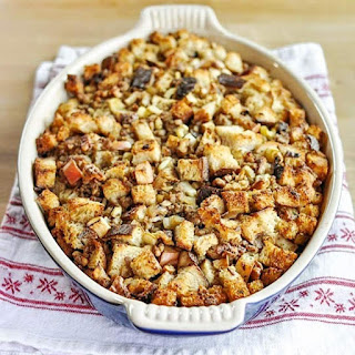 How to Make Easy Thanksgiving Stuffing.