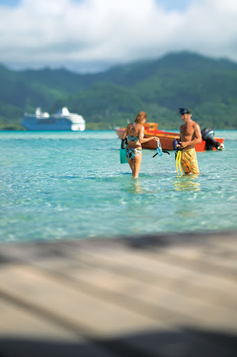 Passengers on the Paul Gauguin can obtain snorkeling equipment at the marina at the beginning of their cruise and keep it throughout their voyage.