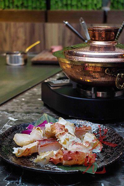 犇 和三味。鐵板、鍋物、割烹。12級和牛和北海道鱈場蟹的美味相遇。