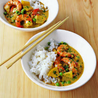 Spicy Shrimp Curry with Coconut Milk and Apple.