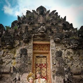 Balinese Prewedding by Purnawan  Hadi - People Couples ( balinese, bali, prewedding, wedding, indonesia, beautiful, gown, traditional, asian )