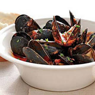 Mussels in Spicy Broth.