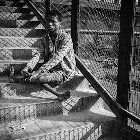 Slum and dirty India – Delhi by Svetlin Ivanov - Black & White Portraits & People ( agra, india, picsvet, photo, delhi )