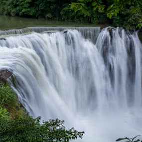 Shifen Waterfall, Taiwan by Wong Koh - Landscapes Waterscapes ( shifen, shi fen, taiwan, waterfall, taipei,  )