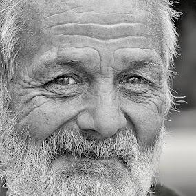 old man - a little smile by Katka Kozáková - Black & White Portraits & People ( old, black and white, memories, smile, man,  )
