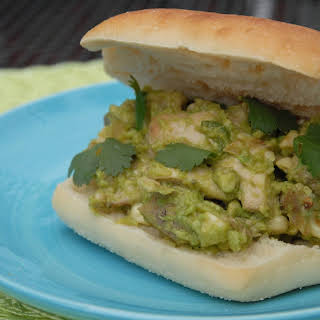 Reina pepiada torta (Chicken avocado sandwich).
