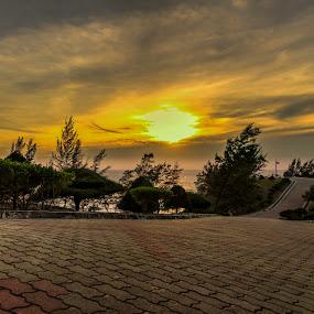 the tip of borneo by Rob De Eduardo - Landscapes Sunsets & Sunrises ( leading lines, hdr, sunset, road, landscape )