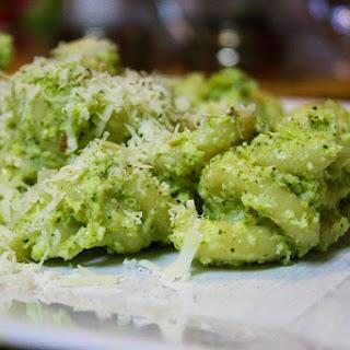 Pasta With Creamy Broccoli Lemon Pesto