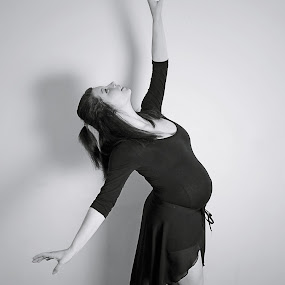 ballet by Ellen Badger - People Maternity ( #baby #bump #pregnancy #beautiful #pointe )
